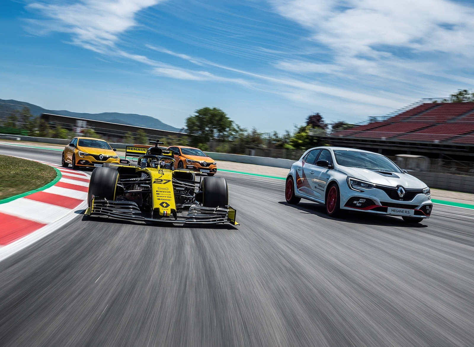 2020 Renault Mégane R.S. Trophy-R and R.S. 19 Formula One Car Wallpapers (12)