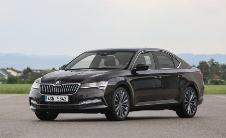 2020 Skoda Superb Laurin & Klement Front Three-Quarter Wallpapers 450x275 (14)