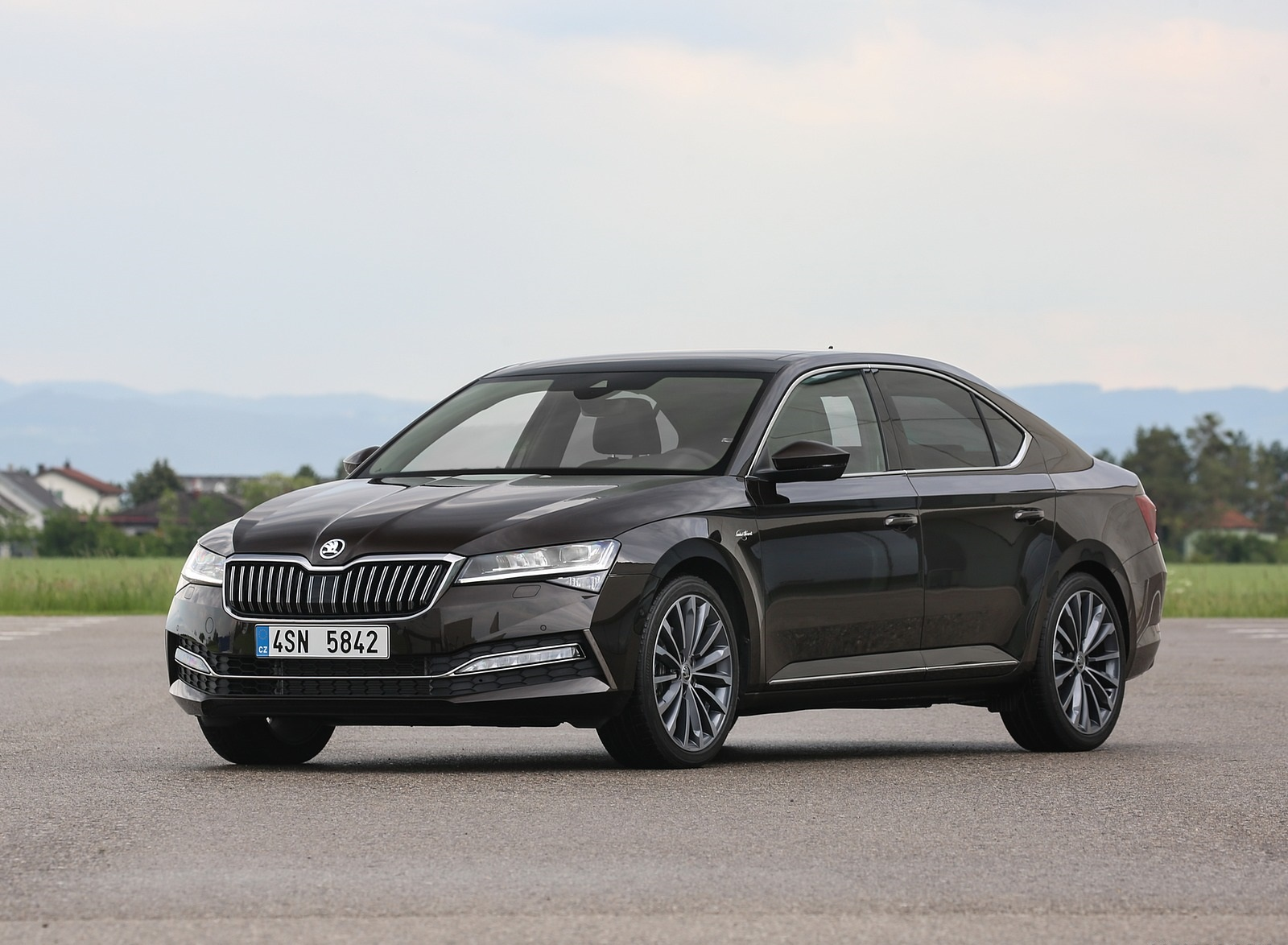 2020 Skoda Superb Laurin & Klement Front Three-Quarter Wallpapers (14)