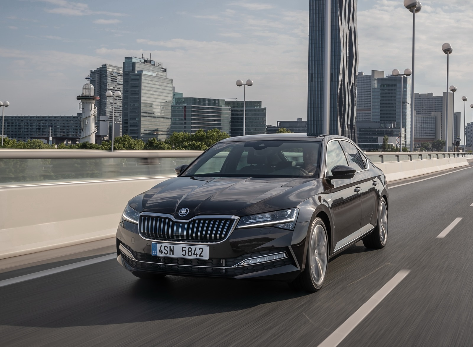 2020 Skoda Superb Laurin & Klement Front Three-Quarter Wallpapers (1)