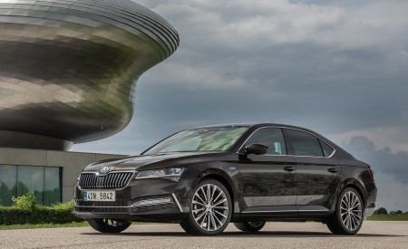 2020 Skoda Superb Laurin & Klement Front Three-Quarter Wallpapers 450x275 (15)