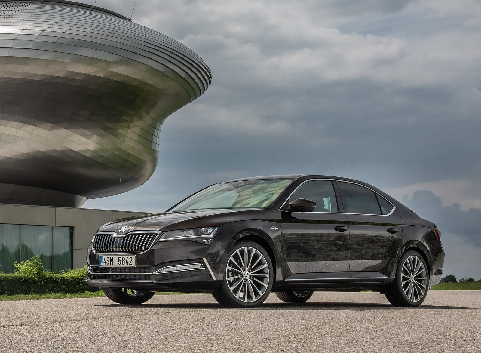 2020 Skoda Superb Laurin & Klement Front Three-Quarter Wallpapers (15)