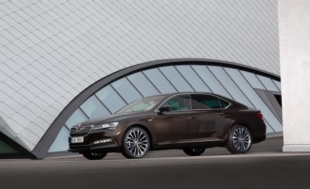 2020 Skoda Superb Laurin & Klement Front Three-Quarter Wallpapers 450x275 (16)