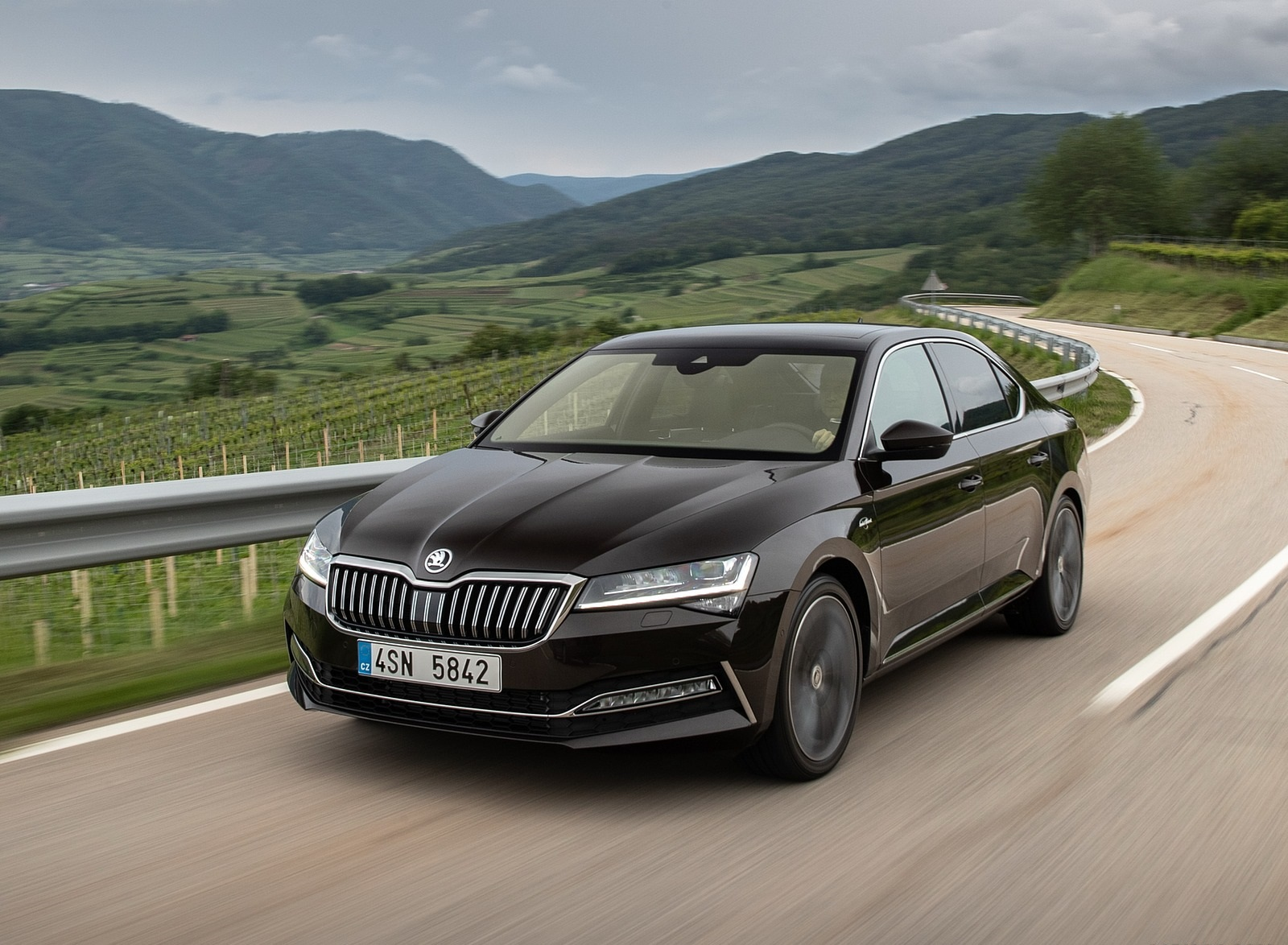 2020 Skoda Superb Laurin & Klement Front Three-Quarter Wallpapers (3)