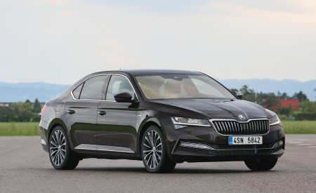 2020 Skoda Superb Laurin & Klement Front Three-Quarter Wallpapers 450x275 (18)