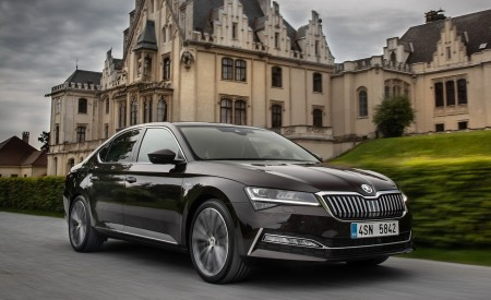 2020 Skoda Superb Laurin & Klement Front Three-Quarter Wallpapers 450x275 (4)