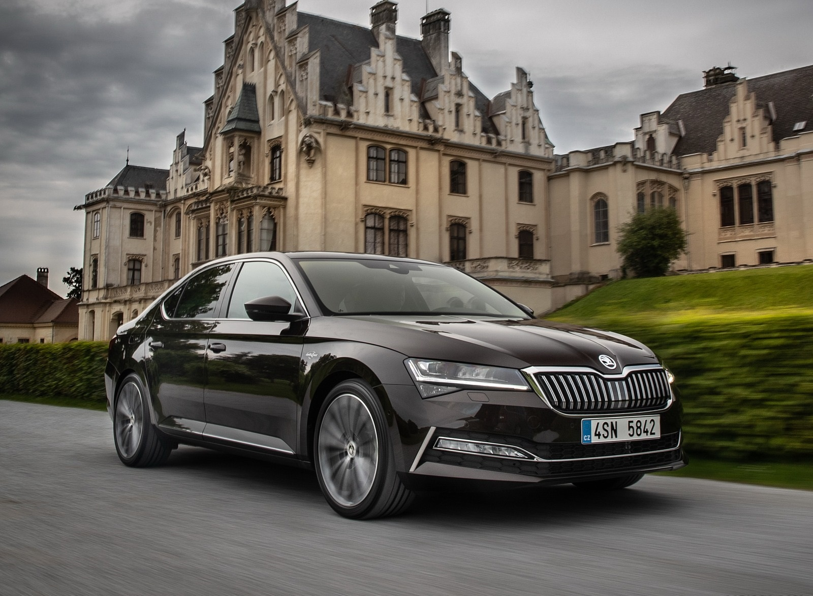 2020 Skoda Superb Laurin & Klement Front Three-Quarter Wallpapers (4)