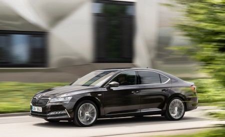 2020 Skoda Superb Laurin & Klement Front Three-Quarter Wallpapers 450x275 (5)