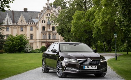 2020 Skoda Superb Laurin & Klement Front Wallpapers 450x275 (19)