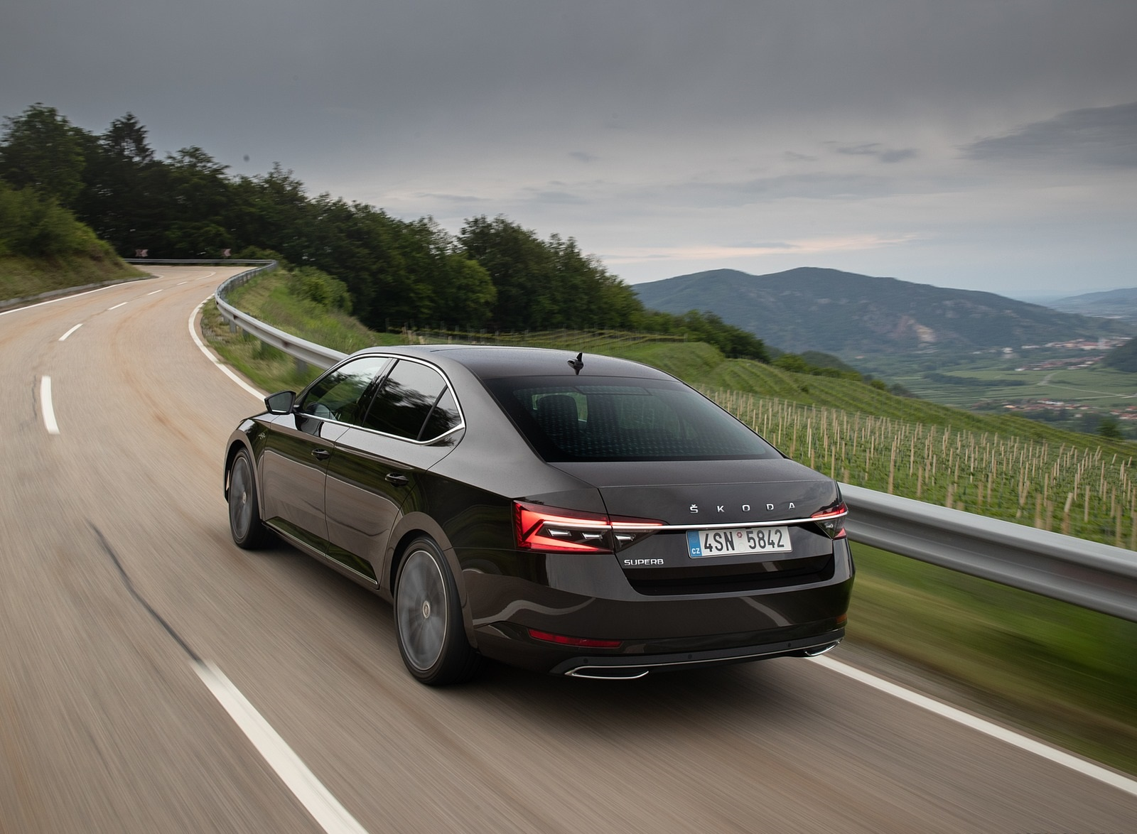 2020 Skoda Superb Laurin & Klement Rear Three-Quarter Wallpapers (7)
