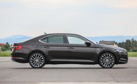 2020 Skoda Superb Laurin & Klement Side Wallpapers 450x275 (26)
