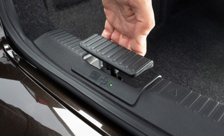2020 Skoda Superb Laurin & Klement Trailer Hitch Release Interior Detail Wallpapers 450x275 (52)