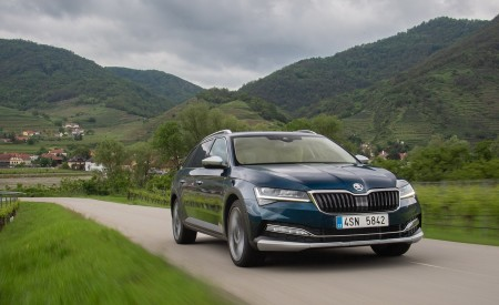 2020 Skoda Superb Scout Front Three-Quarter Wallpapers 450x275 (8)