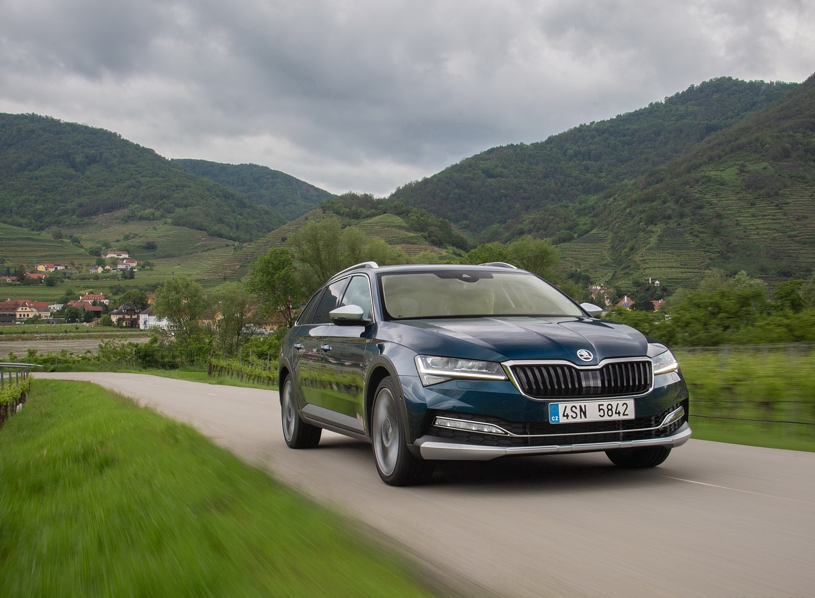 2020 Skoda Superb Scout Front Three-Quarter Wallpapers (8)