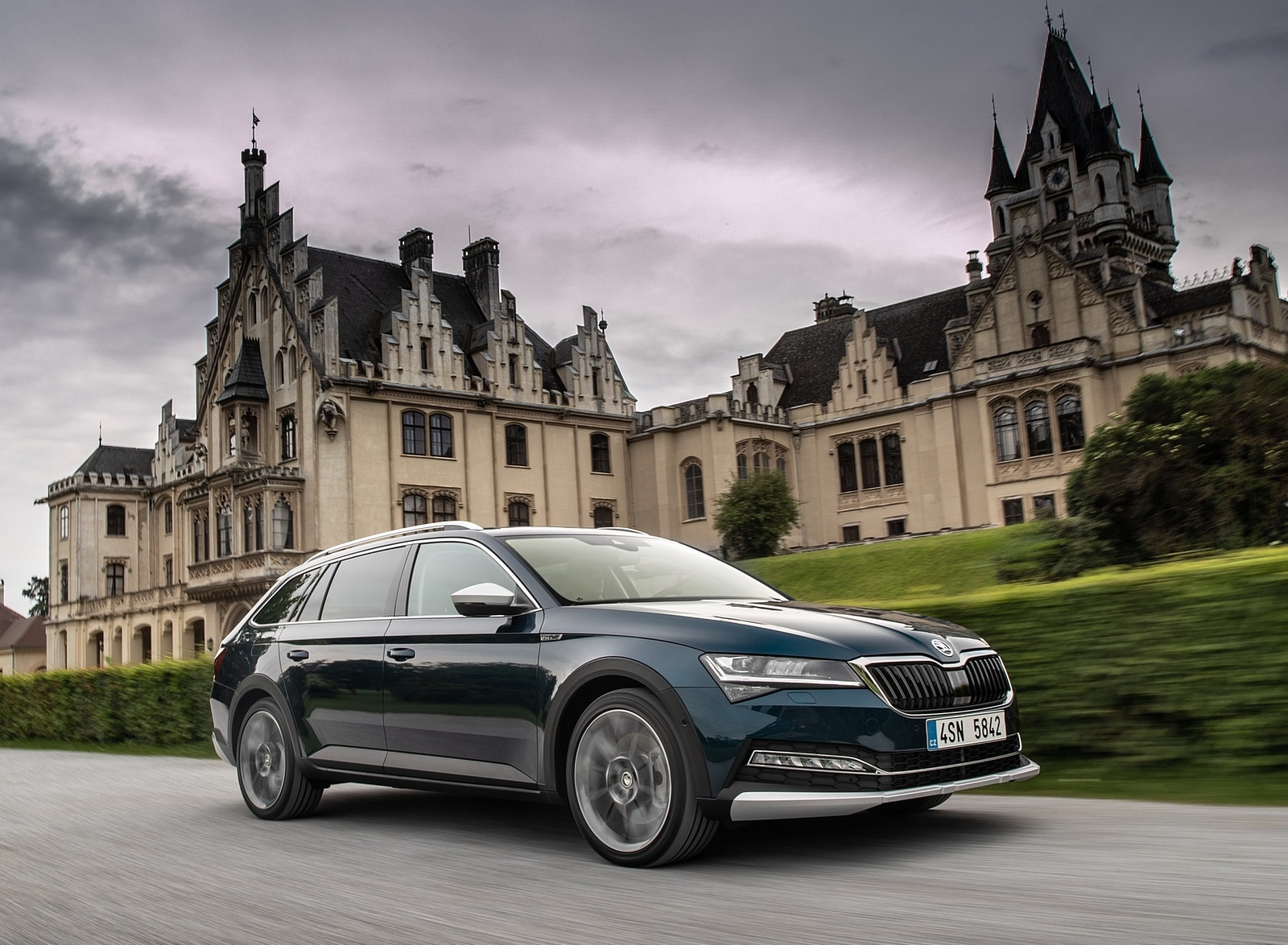 2020 Skoda Superb Scout Front Three-Quarter Wallpapers (2)