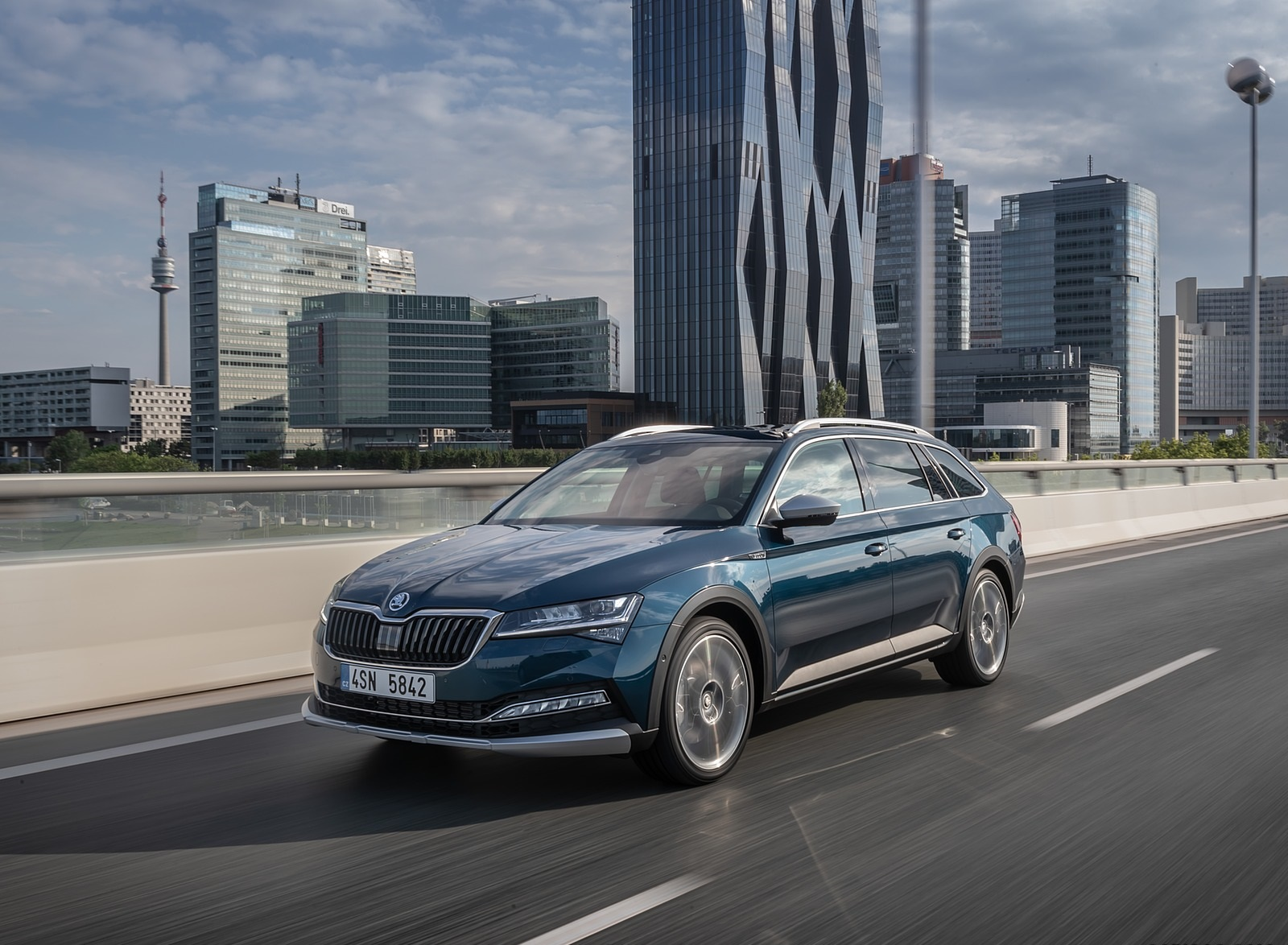 2020 Skoda Superb Scout Front Three-Quarter Wallpapers (3)