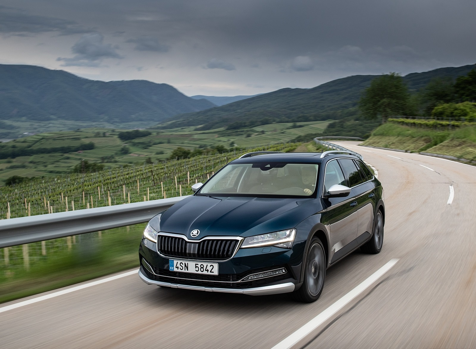 2020 Skoda Superb Scout Front Three-Quarter Wallpapers (1)