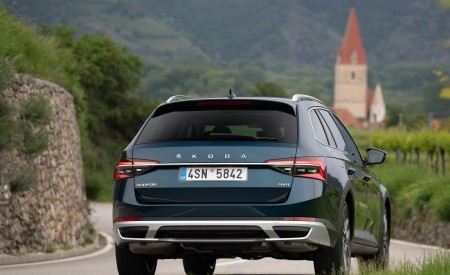 2020 Skoda Superb Scout Rear Wallpapers 450x275 (15)