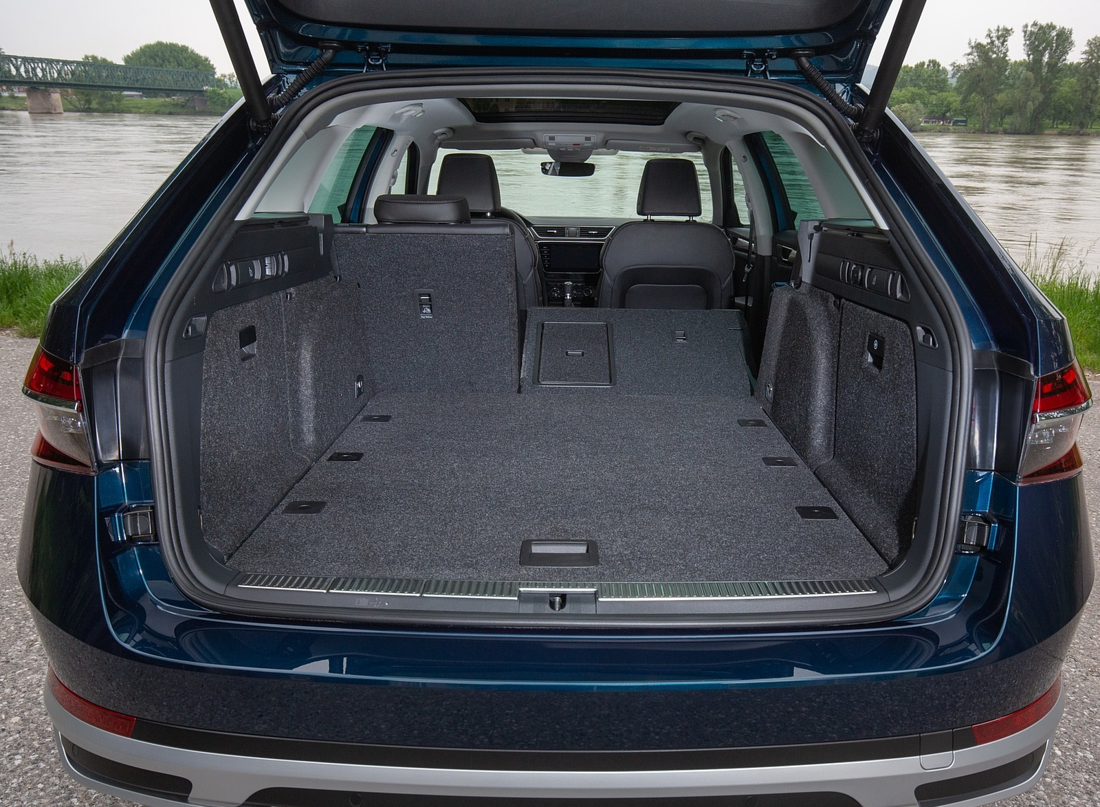 2020 Skoda Superb Scout Trunk Wallpapers #36 of 51