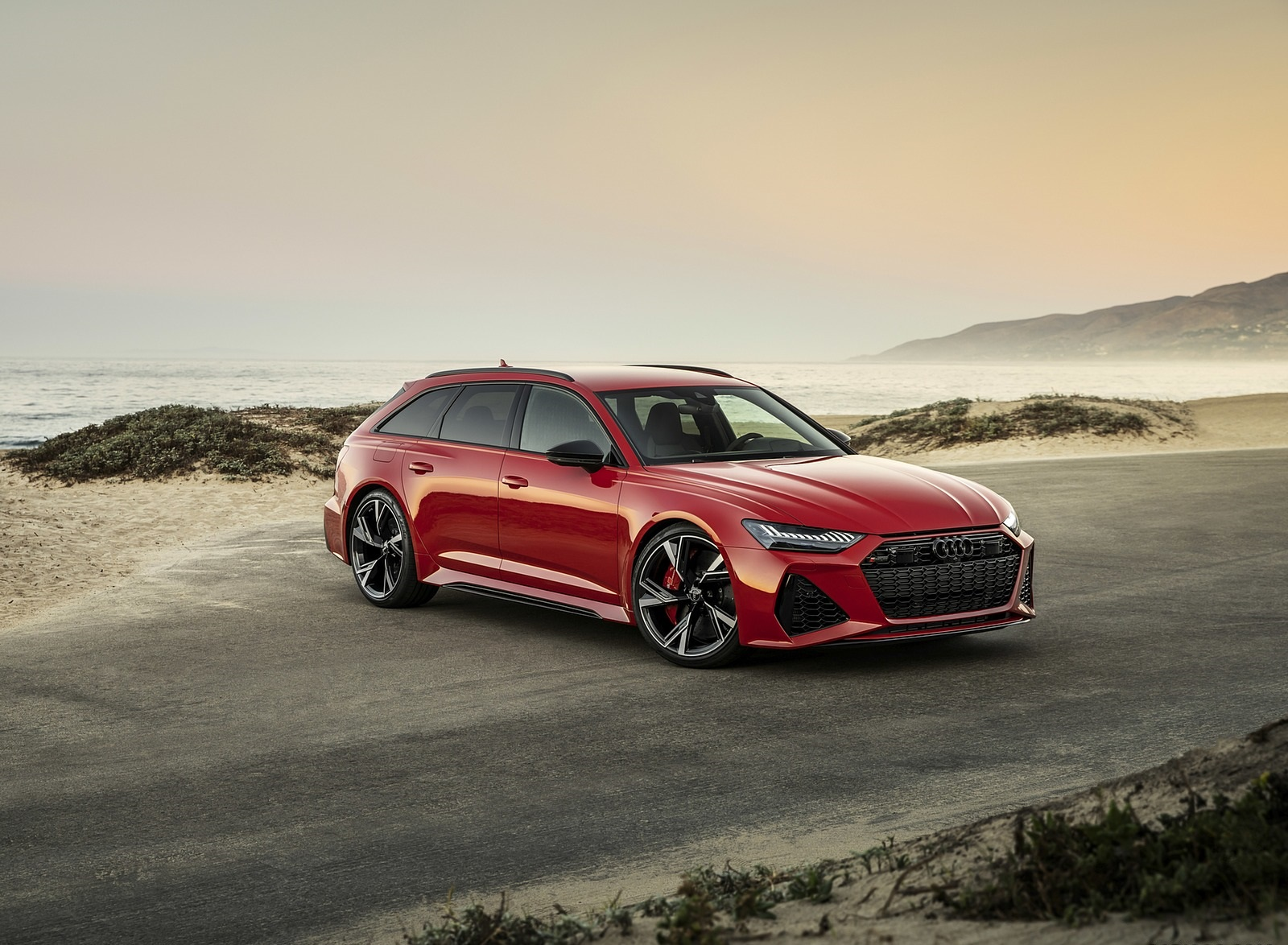2020 Audi RS 6 Avant (Color: Tango Red) Front Three-Quarter Wallpapers (6)