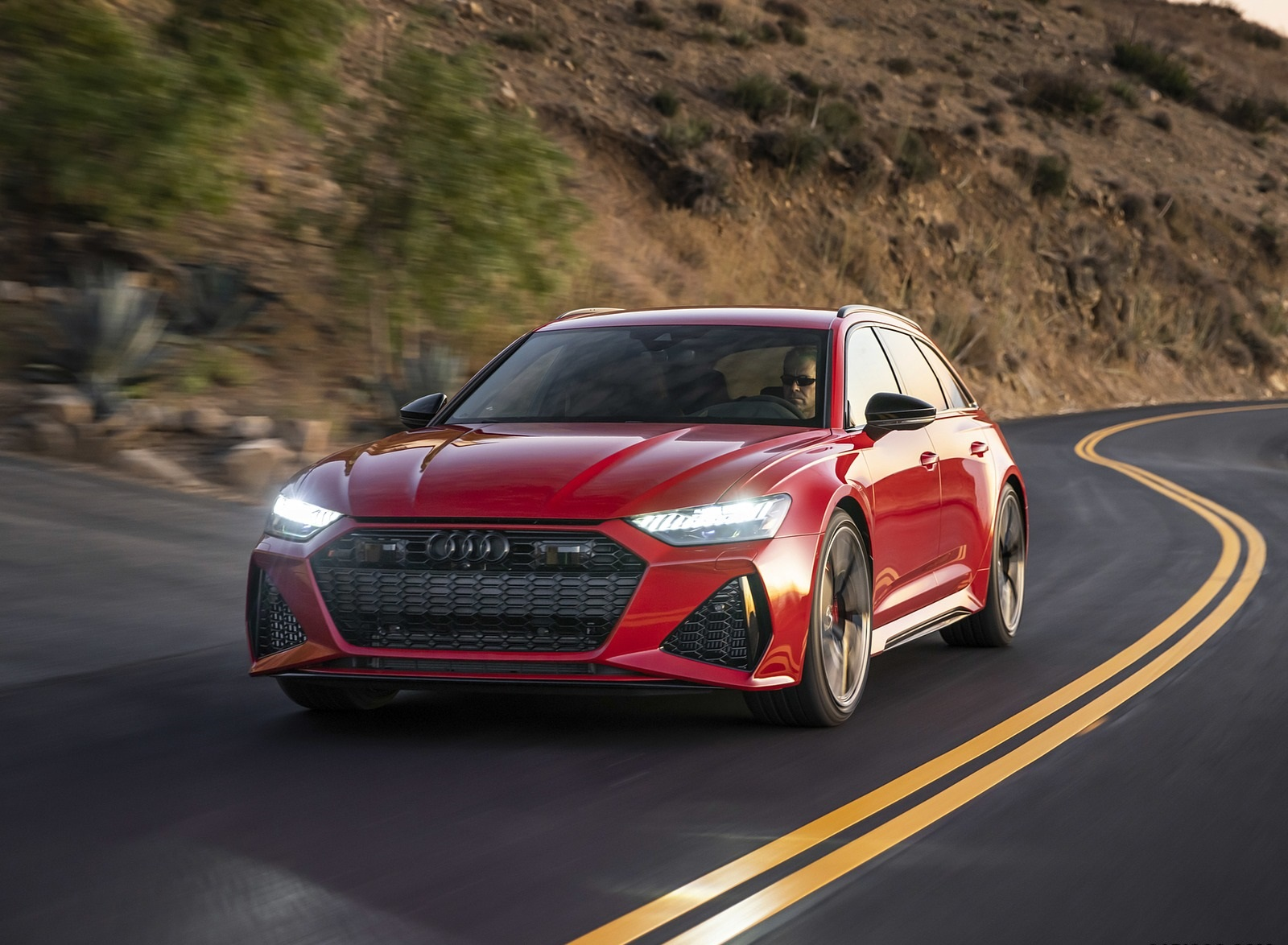 2020 Audi RS 6 Avant (Color: Tango Red) Front Three-Quarter Wallpapers (2)