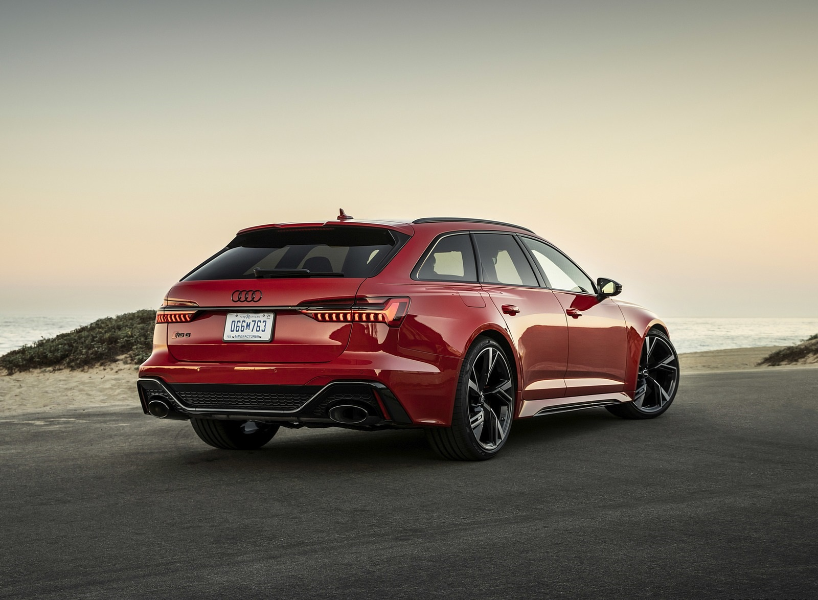 2020 Audi RS 6 Avant (Color: Tango Red) Rear Three-Quarter Wallpapers (9)