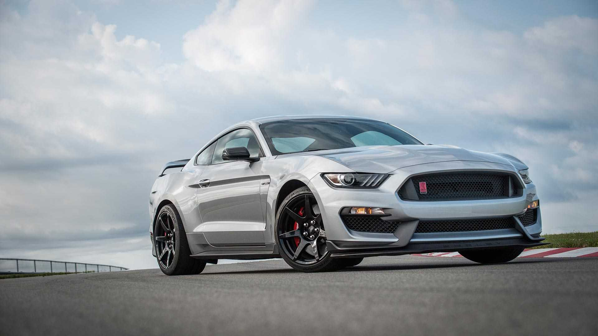 2020 Ford Mustang Shelby GT350R Front Three-Quarter Wallpapers (4)