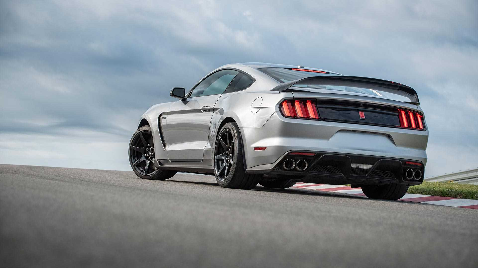 2020 Ford Mustang Shelby GT350R Rear Three-Quarter Wallpapers (6)