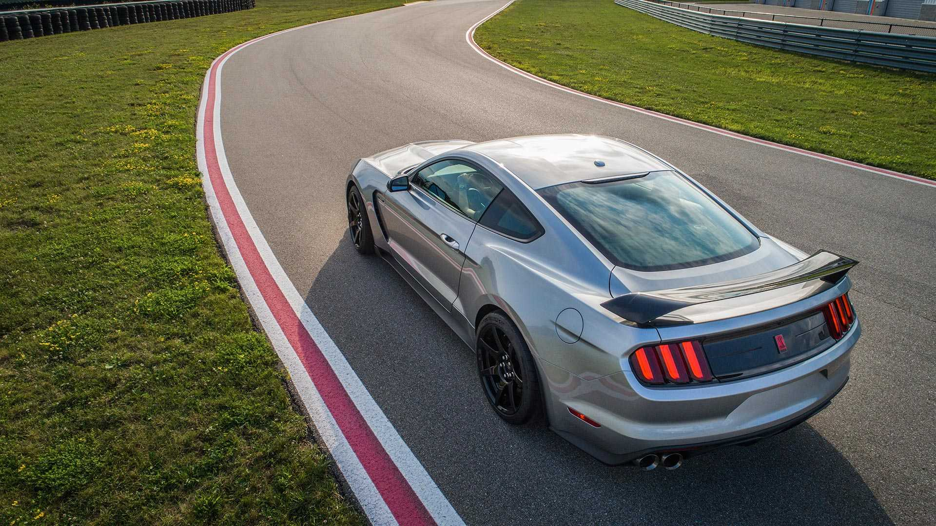 2020 Ford Mustang Shelby GT350R Rear Three-Quarter Wallpapers (2)