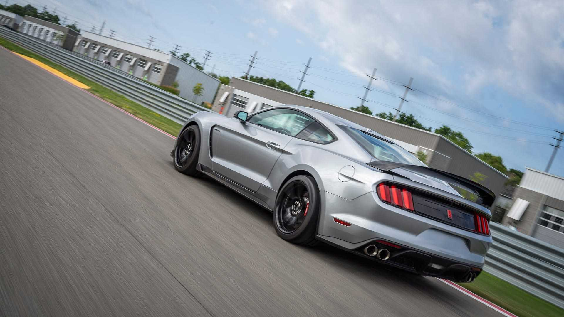 2020 Ford Mustang Shelby GT350R Rear Wallpapers (3)