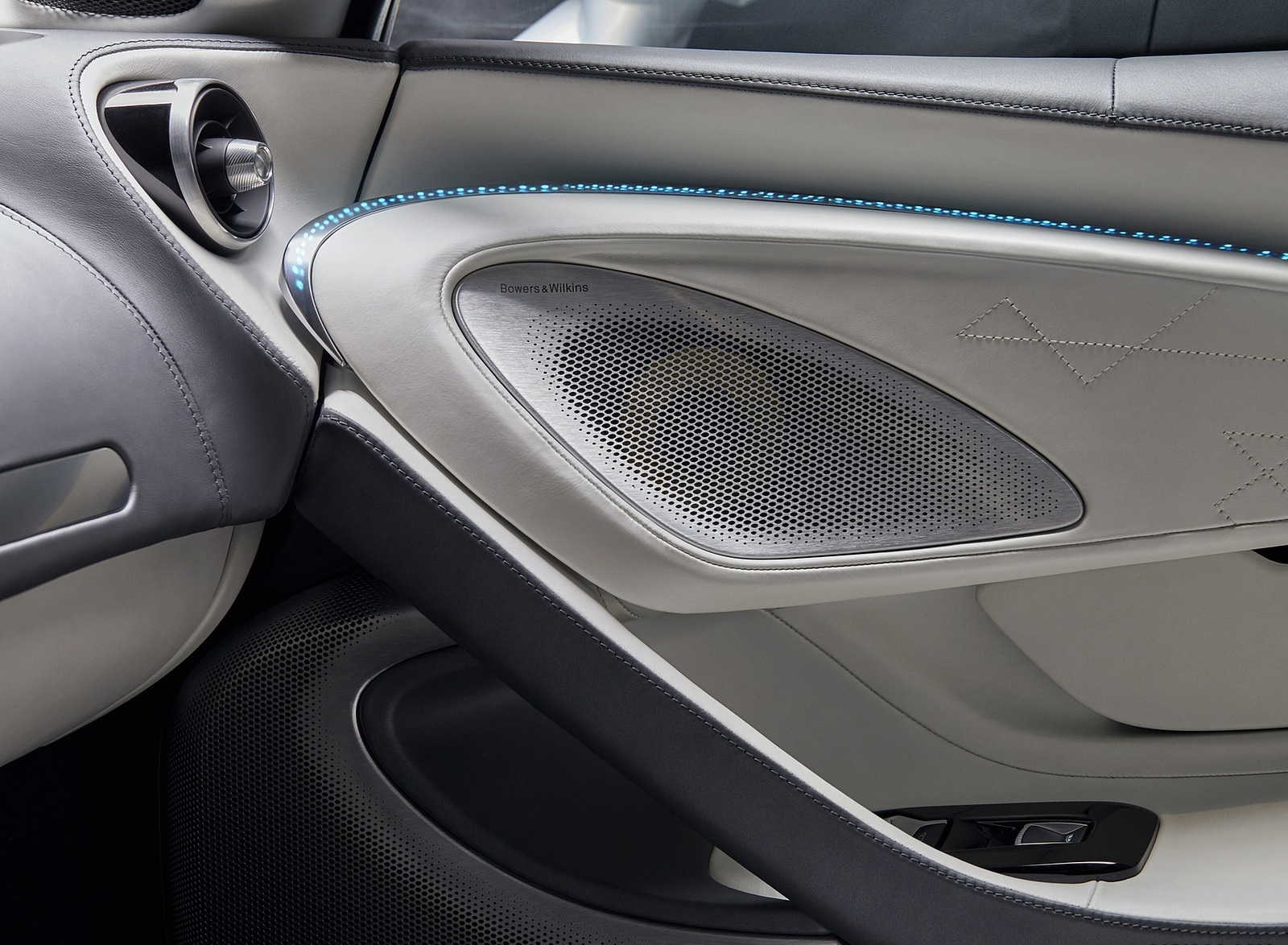 2020 McLaren GT by MSO Interior Detail Wallpapers (12)
