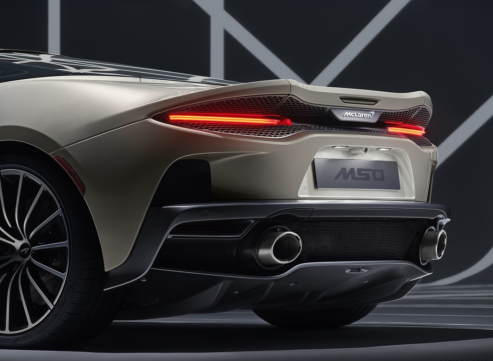 2020 McLaren GT by MSO Tail Light Wallpapers (5)