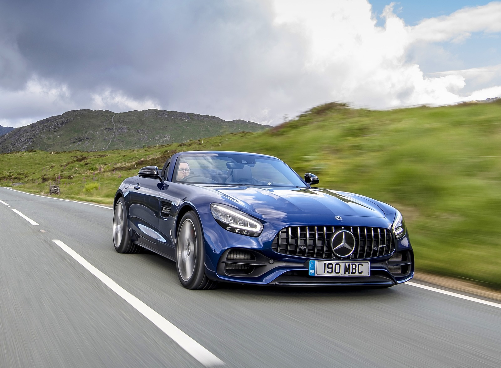 2020 Mercedes-AMG GT S Roadster (UK-Spec) Front Three-Quarter Wallpapers (1)