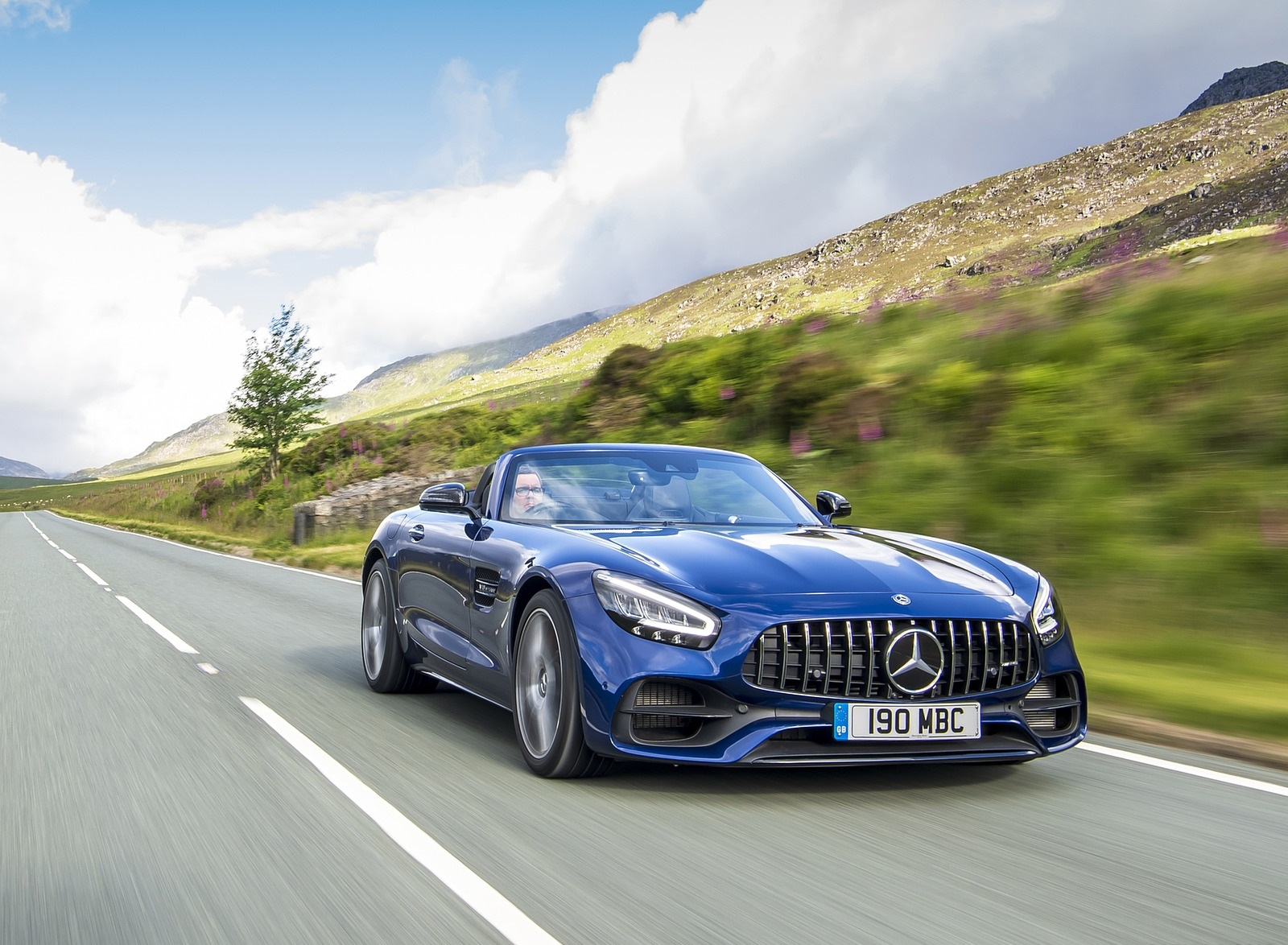 2020 Mercedes-AMG GT S Roadster (UK-Spec) Front Three-Quarter Wallpapers (6)