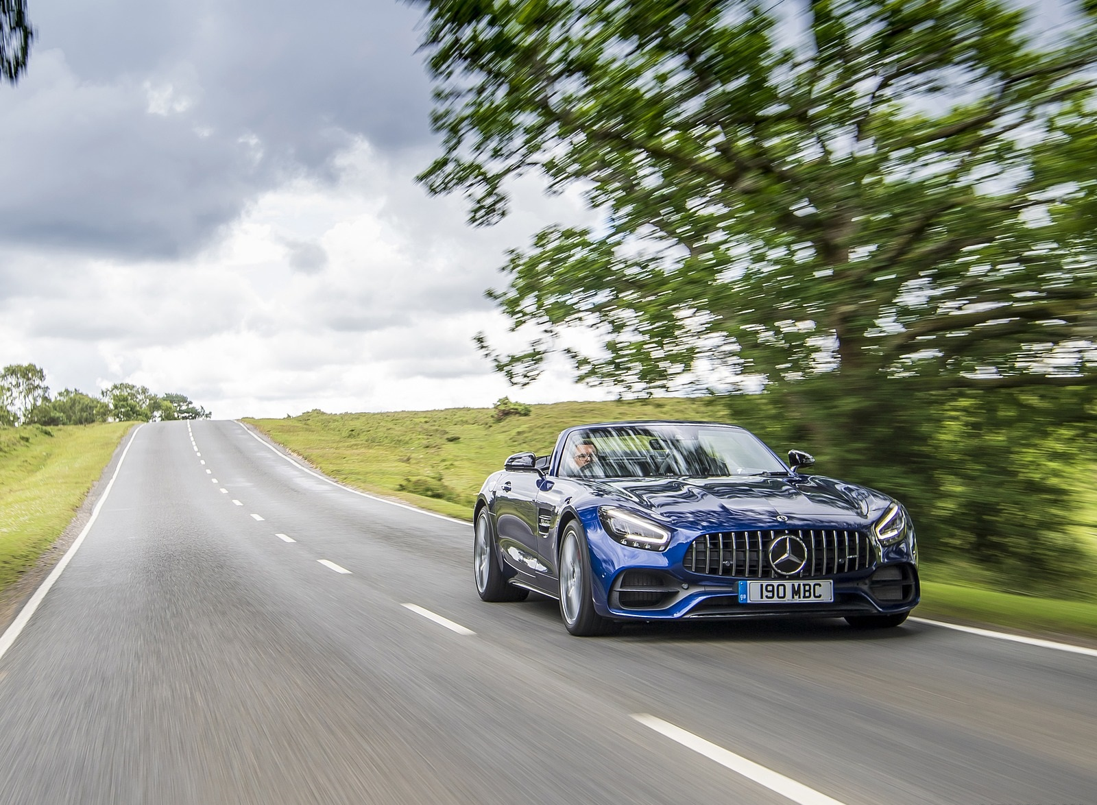 2020 Mercedes-AMG GT S Roadster (UK-Spec) Front Three-Quarter Wallpapers (7)