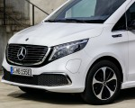 2020 Mercedes-Benz EQV 300 (Color:Mountain Crystal White Metallic) Front Three-Quarter Wallpapers 150x120 (24)