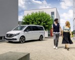 2020 Mercedes-Benz EQV 300 (Color:Mountain Crystal White Metallic) Front Three-Quarter Wallpapers 150x120 (19)