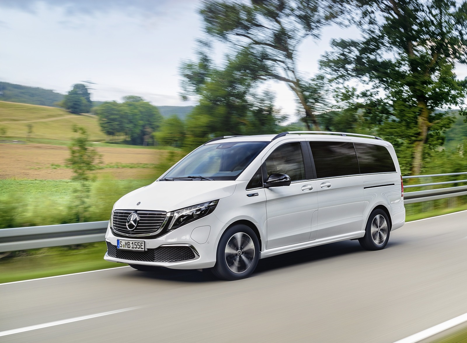 2020 Mercedes-Benz EQV 300 (Color: Mountain Crystal White Metallic) Front Three-Quarter Wallpapers (1)