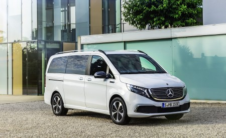 2020 Mercedes-Benz EQV 300 (Color:Mountain Crystal White Metallic) Front Three-Quarter Wallpapers 450x275 (18)