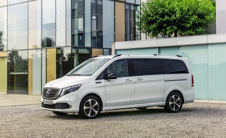 2020 Mercedes-Benz EQV 300 (Color:Mountain Crystal White Metallic) Front Three-Quarter Wallpapers 450x275 (17)