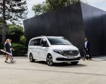 2020 Mercedes-Benz EQV 300 (Color:Mountain Crystal White Metallic) Front Three-Quarter Wallpapers 150x120 (16)