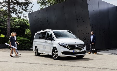 2020 Mercedes-Benz EQV 300 (Color:Mountain Crystal White Metallic) Front Three-Quarter Wallpapers 450x275 (16)
