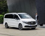2020 Mercedes-Benz EQV 300 (Color:Mountain Crystal White Metallic) Front Three-Quarter Wallpapers 150x120 (15)