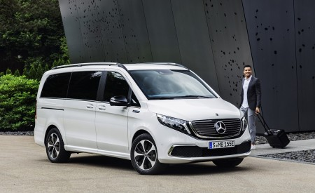 2020 Mercedes-Benz EQV 300 (Color:Mountain Crystal White Metallic) Front Three-Quarter Wallpapers 450x275 (15)