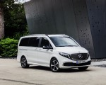 2020 Mercedes-Benz EQV 300 (Color:Mountain Crystal White Metallic) Front Three-Quarter Wallpapers 150x120 (14)