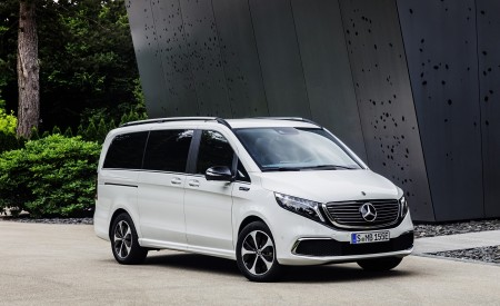 2020 Mercedes-Benz EQV 300 (Color:Mountain Crystal White Metallic) Front Three-Quarter Wallpapers 450x275 (14)
