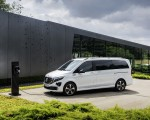 2020 Mercedes-Benz EQV 300 (Color: Mountain Crystal White Metallic) Front Three-Quarter Wallpapers 150x120 (13)