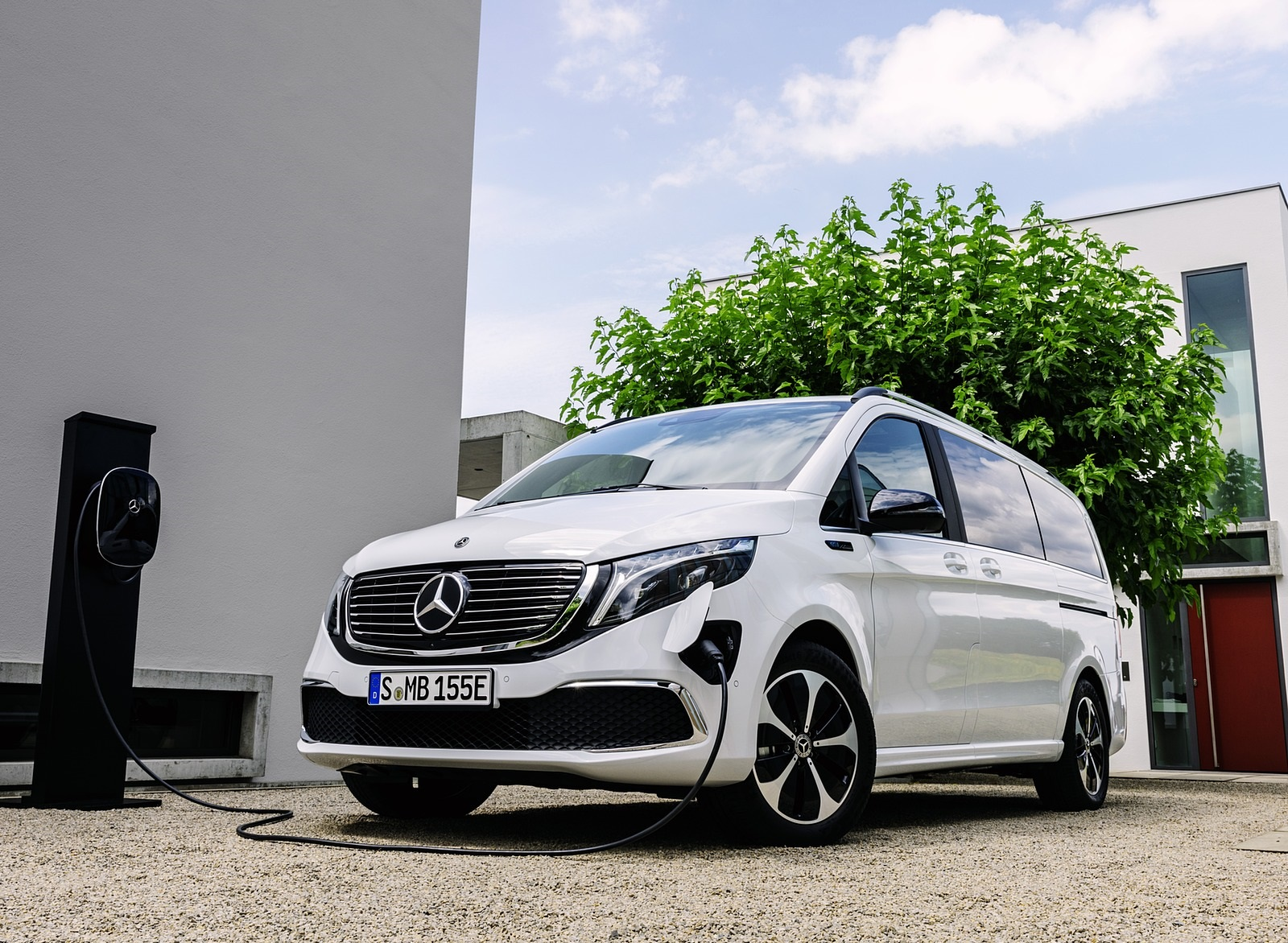 2020 Mercedes-Benz EQV 300 (Color: Mountain Crystal White Metallic) Front Three-Quarter Wallpapers (12)