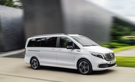 2020 Mercedes-Benz EQV 300 (Color: Mountain Crystal White Metallic) Front Three-Quarter Wallpapers 450x275 (5)
