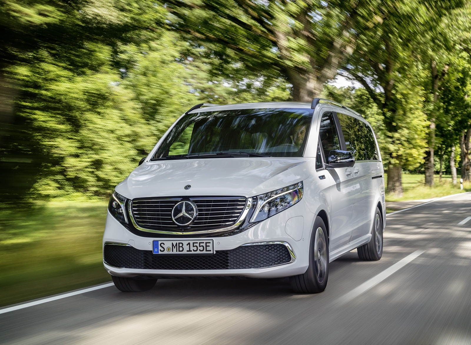 2020 Mercedes-Benz EQV 300 (Color: Mountain Crystal White Metallic) Front Wallpapers (6)